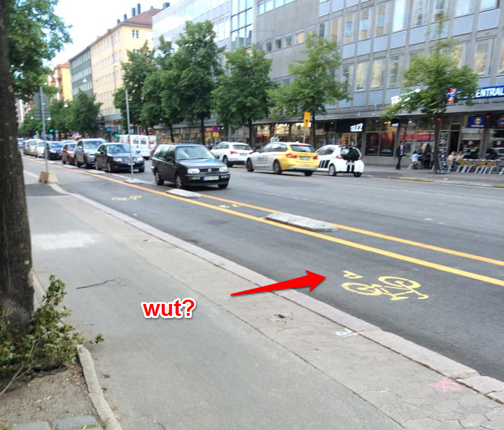 Parkeringsplats mitt i cykelbanan?