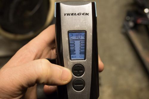 Indikator för batteri och ljusstyrka på ovansidan.