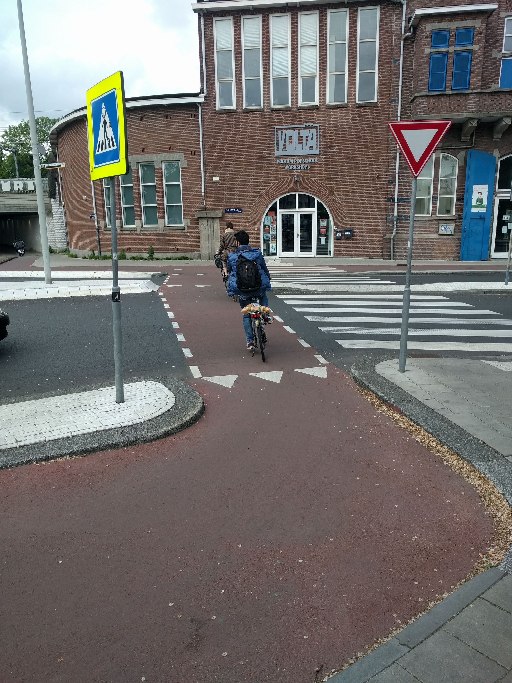 Det kanske är värt några cyklisters liv att slippa ändra något.